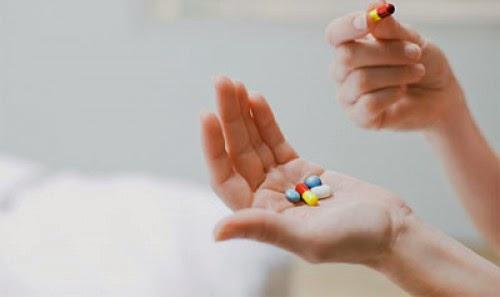 Image result for hình ảnh uống thuốc táo bón