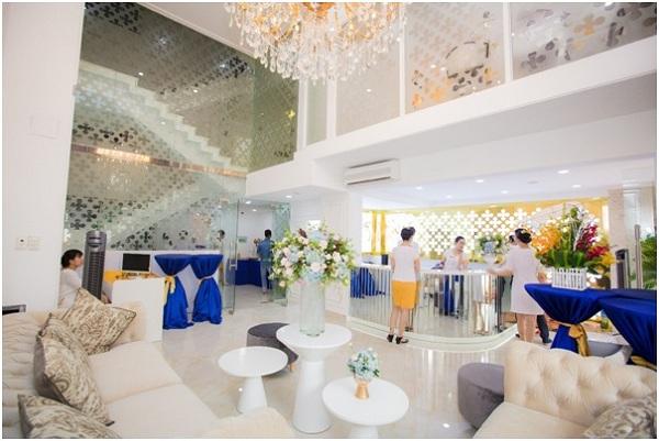 [Bichna Beauty Clinic]                                           NSƯT Kim Xuân và con dâu rạng rỡ tại sự kiện làm đẹp                                     4748