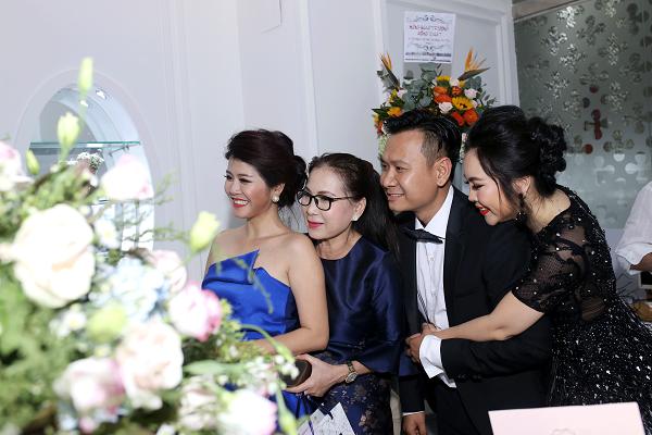 [Bichna Beauty Clinic]                                           NSƯT Kim Xuân và con dâu rạng rỡ tại sự kiện làm đẹp                                     4741