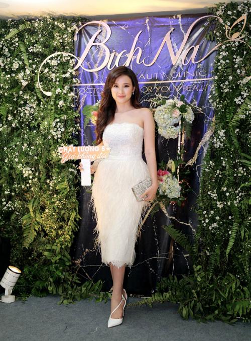 [Bichna Beauty Clinic]                                           NSƯT Kim Xuân và con dâu rạng rỡ tại sự kiện làm đẹp                                     4743