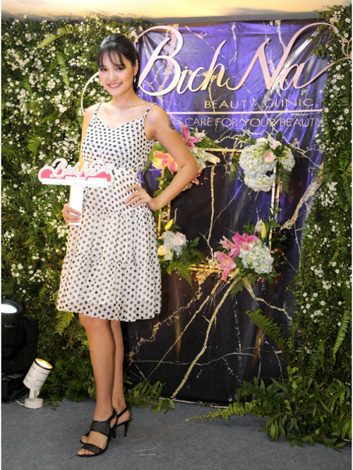 [Bichna Beauty Clinic]                                           NSƯT Kim Xuân và con dâu rạng rỡ tại sự kiện làm đẹp                                     4744