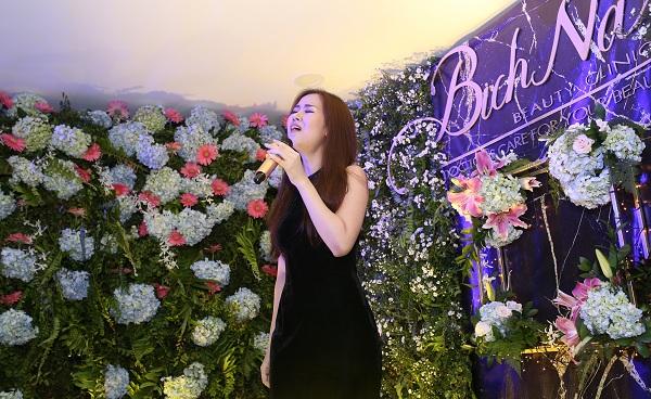 [Bichna Beauty Clinic]                                           NSƯT Kim Xuân và con dâu rạng rỡ tại sự kiện làm đẹp                                     4745