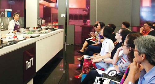 [Nấu ăn]                                           Nữ đầu bếp chiến thắng ung thư vú nhờ ăn 'sạch'                                     4856