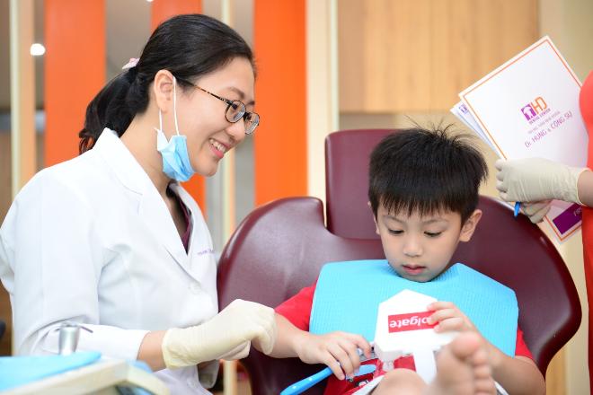 [Trung tâm Nha khoa Dr Hùng và cộng sự]                                           Chăm sóc răng cho nụ cười tương lai của bé                                     4844